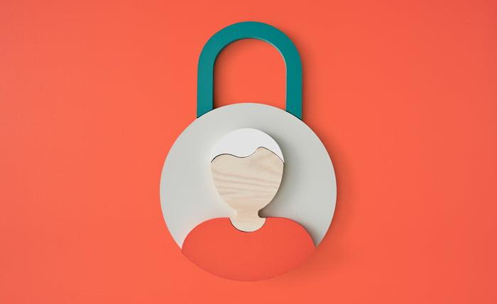 Qnister GDPR By Default. Man in orange padlock